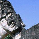 Laos heeft een tropisch klimaat en boeddha staat centraal